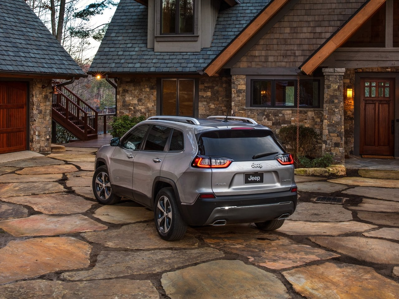 jeep_cherokee_v-res_offroad_5d_2-min